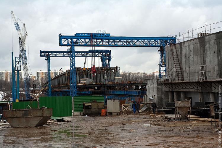 Line 3. Bridge and tunnel portal between stations 'Myakinino' and 'Volokolamskaya'. ©Photo A.Popov, 2009