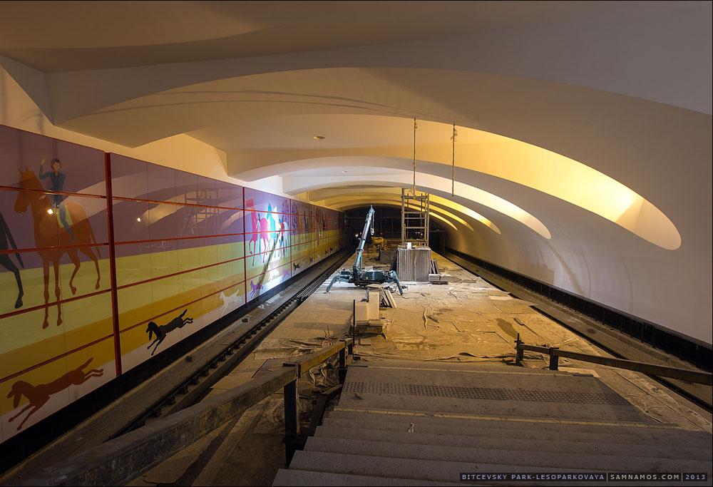 Line L1. Station 'Bittsevskiy park' ©Photo Samnamos, 2013